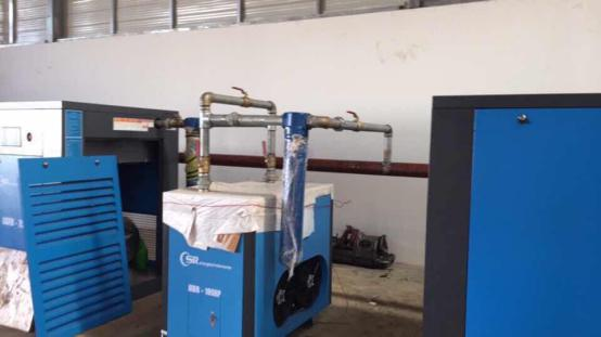 The installation of Shanghai Rotorcomp 100HP screw air compressor system 3