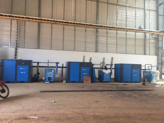 The installation of Shanghai Rotorcomp 100HP screw air compressor system 2